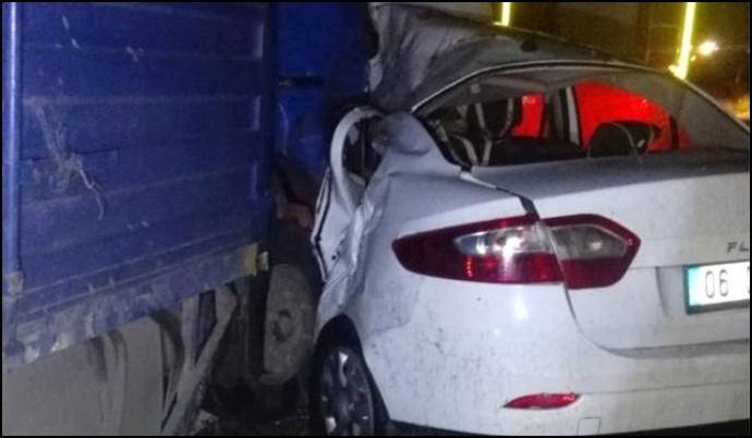 Otomobil sürüye çarptı: 6 kişi yaralandı 50 koyun öldü