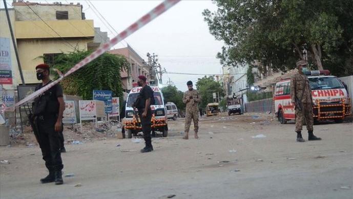 Pakistan'da borsa binasına saldırı