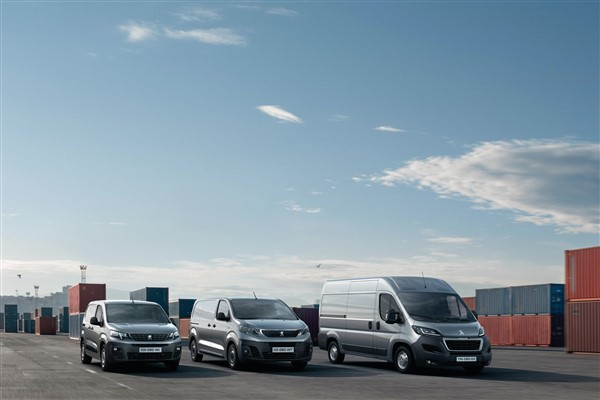 Peugeot ekim ayında binek ve ticari araçlarda sıfır faizli ödeme seçenekleri sunuyor