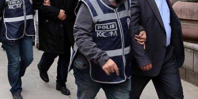 Polis, dolandırıcı çetesini çökertti