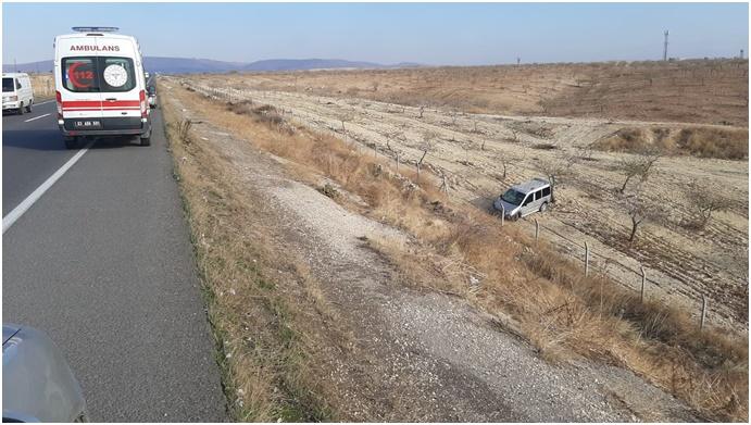Şanlıurfa/ Gaziantep:Hafif Ticari Araç Şarampole Uçtu:2 Yaralı