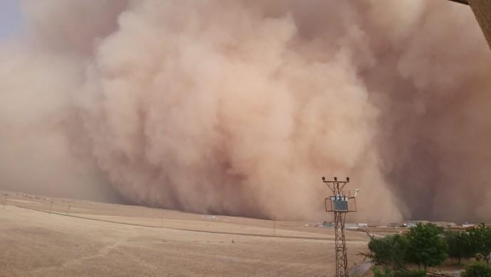Şanlıurfa ve Mardin'de kum fırtınası
