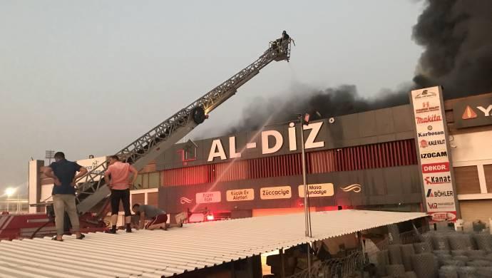 Şanlıurfa-Yapı mağazasındaki yangın söndürüldü