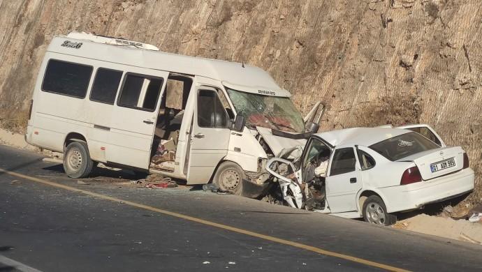 Şanlıurfa'da işçiler kaza yaptı: 1 ölü, 16 yaralı