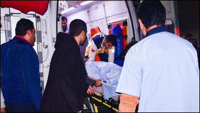 Şanlıurfa'da kamyonet devrildi: 3 yaralı