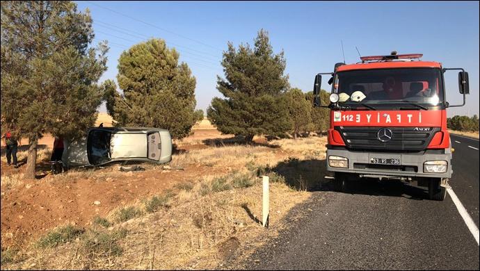 Şanlıurfa'da Otomobil Tarlaya Uçtu:2 Yaralı