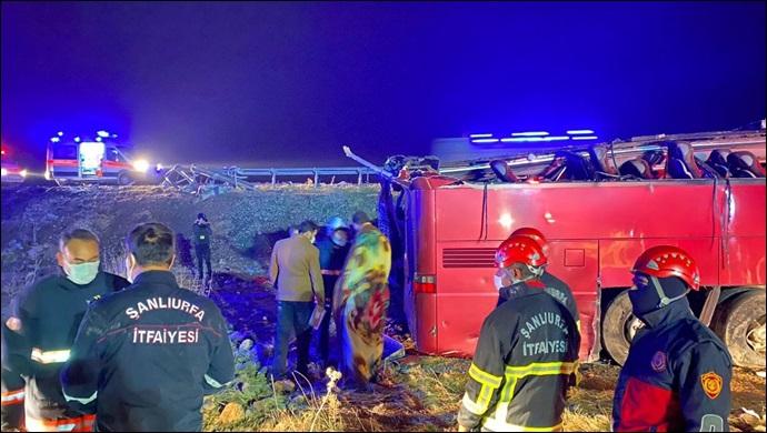Şanlıurfa'da yolcu otobüsü devrildi:32 yaralı
