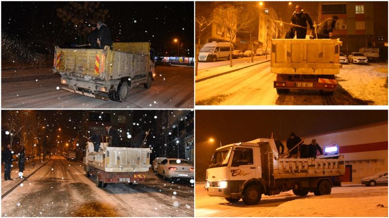 Siverek'te Belediye ekipleri tuzlama çalışmalarına başladı