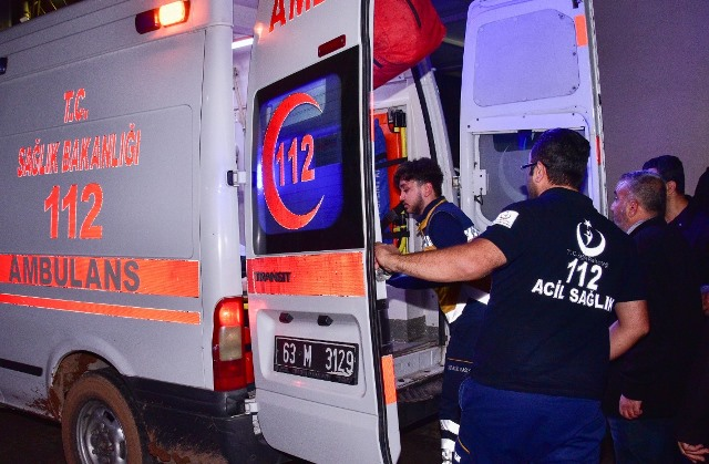 Siverek'te kamyonet devrildi: 2 yaralı