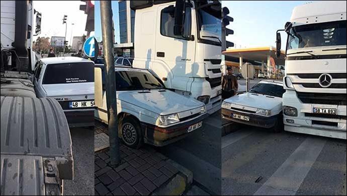 Spot Pazarı'nda kaza! Otomobil ile TIR çarpıştı