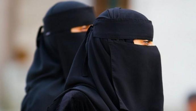 Taliban'dan kadın öğrenciler için 'peçe' talimatı