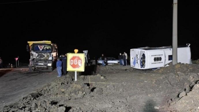 Tekirdağ'da işçi servisinde kaza: 1 ölü, 14 yaralı