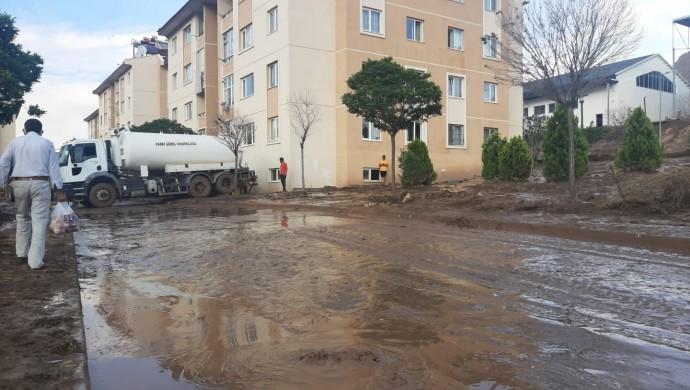 TOKİ'nin deprem sonrası yaptığı konutlar su altında kaldı