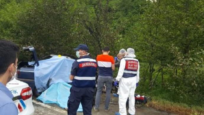 Trafik kazası geçiren 3 çay işçisi yaşamını yitirdi