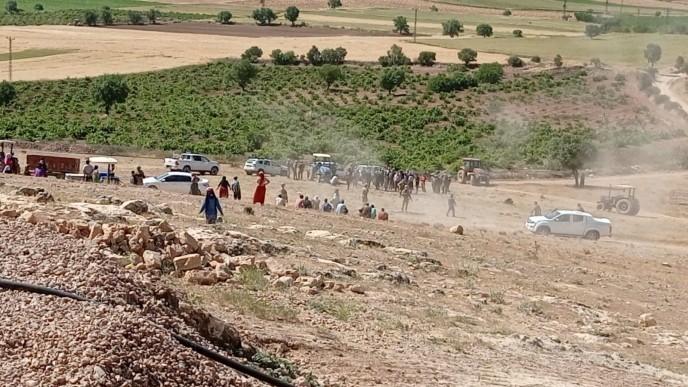 Trafolar söküldü, çiftçi darp edildi