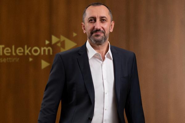Türk Telekom'dan eğitime 10 bin tablet desteği