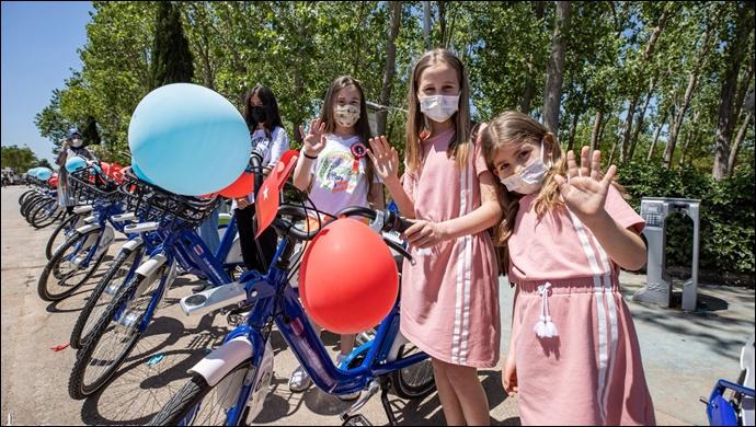 Türkiye'de ilk kez İzmir'de çocuk bisikletleri projesi hayata geçti