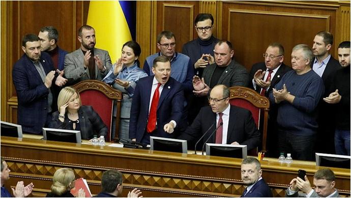 Ukrayna'da Sıkıyönetim Başlıyor