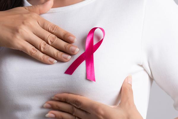 Ülkemizde her 2 meme kanserinden biri 50 yaş altında görülüyor