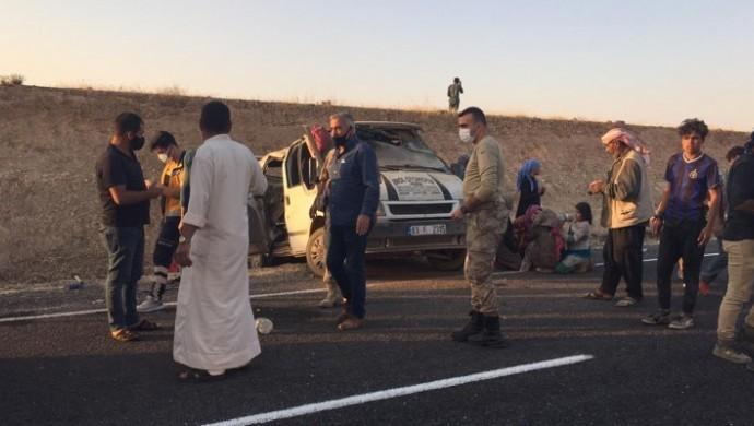 Urfa'da tarım işçileri kaza yaptı: 1 ölü, 11 yaralı