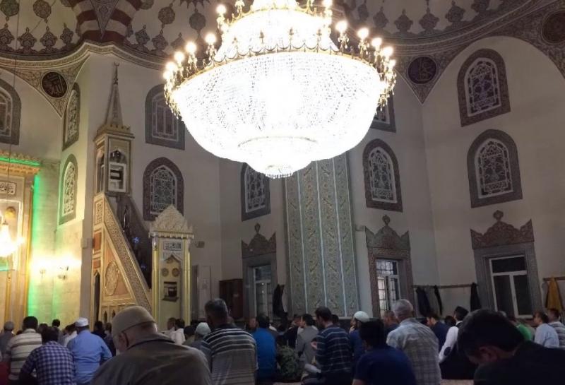 Urfa'da teravih namazı serbest mi? Sağlık Bakanı Koca açıkladı
