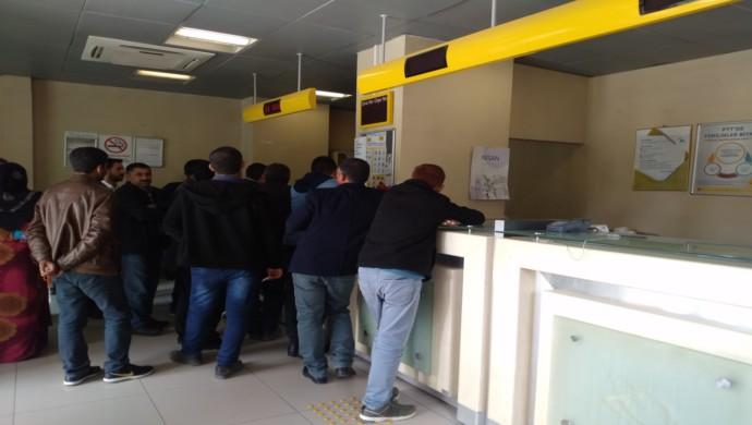 Urfa'daki PTT Şubelerinde Personel eksikliği Mağdur Ediyor