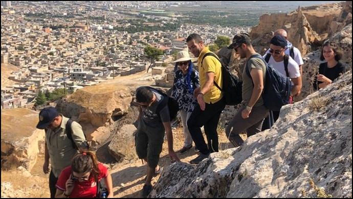 Urfadosk'la Şeyh Mes'ud'dan Deyr-i Yakub'a Tarih Yürüyüşü Gerçekleştirildi