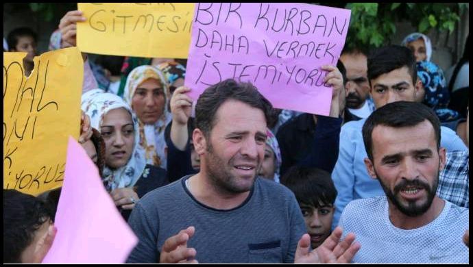 Üst geçit talepleri karşılanmayan mahalle sakinleri eylem yaptı