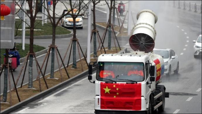 Vaka sayısı tek haneye düşen Çin'de halka açık yerler dezenfekte ediliyor