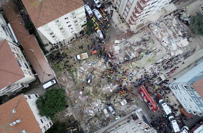 Valilik çöken binada hayatını kaybedenleri ve yaralıları açıkladı