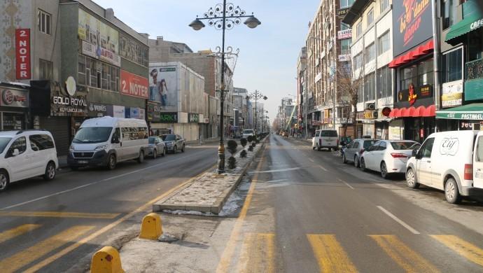Van'da sokaklar boş kaldı