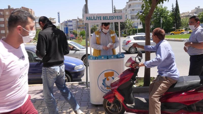 Vatandaşlara Ücretsiz Maske Dağıtımı Sürüyor