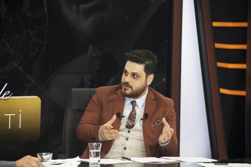 YSK'ya Giren Gençlere Atatürk'lü Kalem Hediye Gönderdi